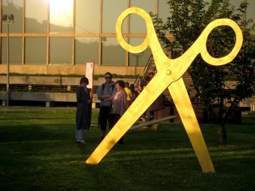 2009_scissor